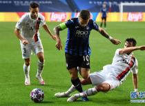 法甲巴黎圣日耳曼队以2比1逆转战胜意甲亚特兰大队