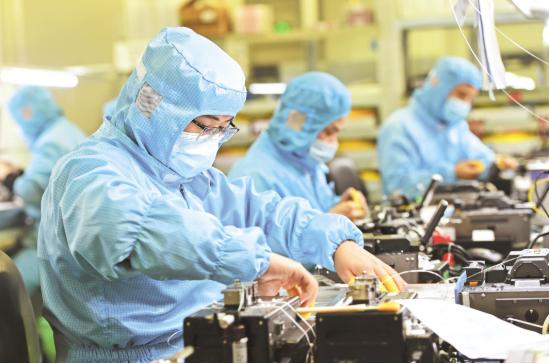 全球最大的光纤预制棒和光纤光缆研发生产基地