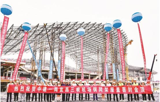 """宜昌三峡机场T2航站楼""""凤凰展翅""""造型的机场双翼成形"""