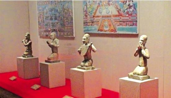 天水博物馆馆藏的5件贴金彩绘石伎乐俑进京入展