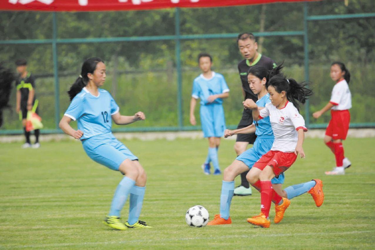汉中市第七届运动会青少年组足球比赛有18支队伍参赛