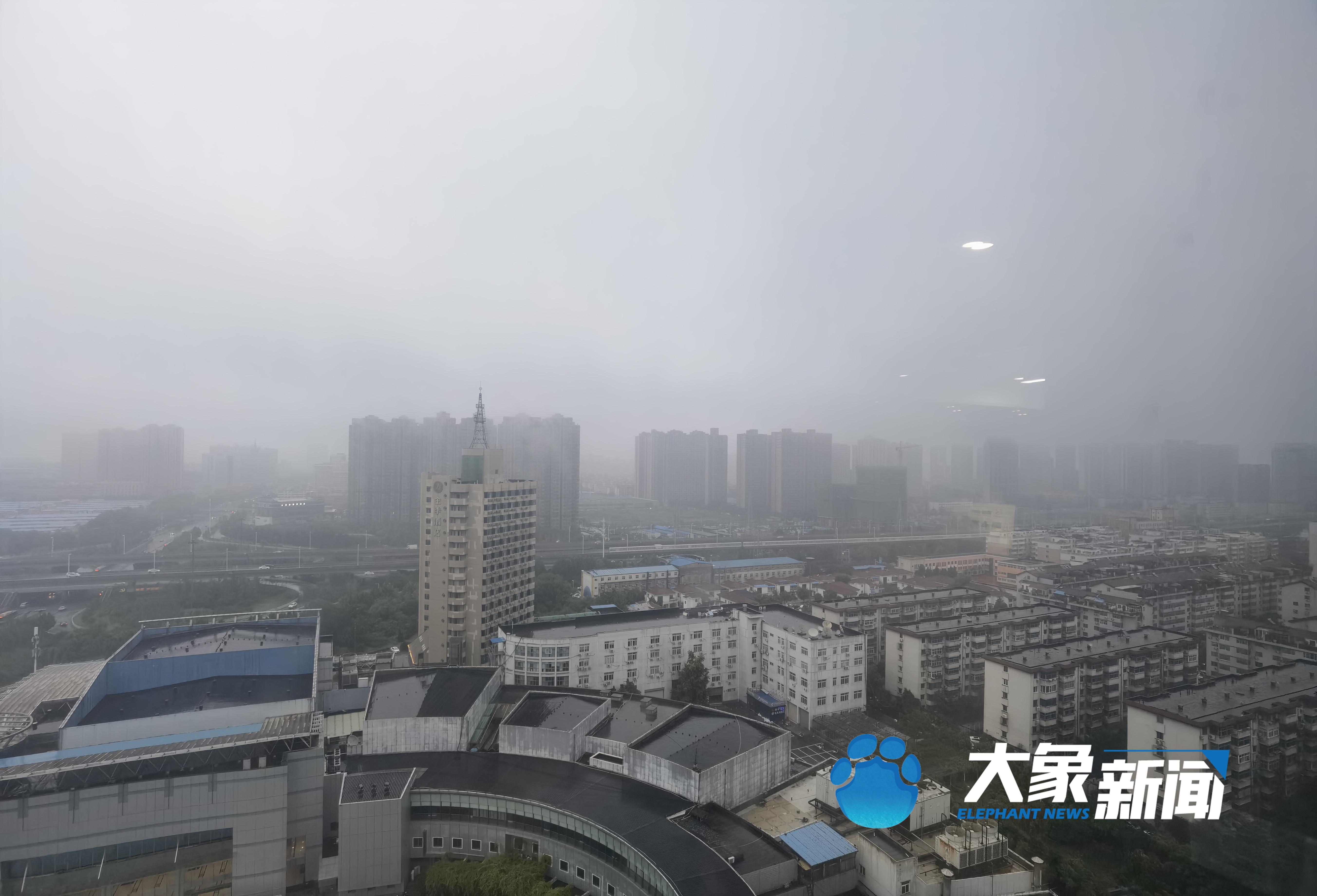 郑州本周每天都有雨 河南多条高速公路禁止上站