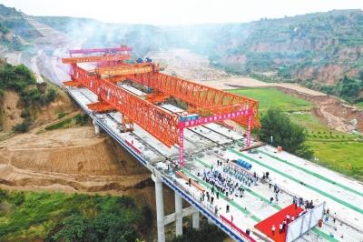 国道207孟州至偃师黄河大桥建设项目实现贯通