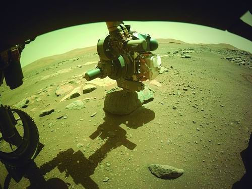 """""""毅力号""""火星车成功收集了第一个火星岩石样本"""