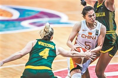 中国女篮以82比64击败澳大利亚队杀入亚洲杯半决赛