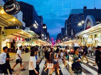 国庆假期全国商超卖场消费金额环比上个月增长近40%