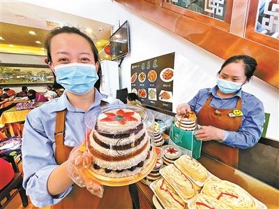重阳佳节让京城老字号的寿桃、重阳糕等产品提前热销
